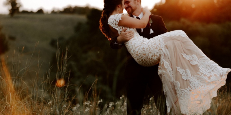 What to Wear For Your Elegant Countryside Wedding